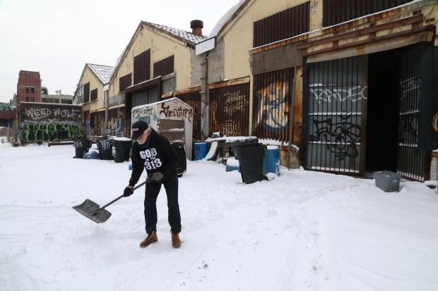 Packard-Hill-snow-shovel
