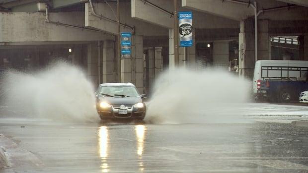 Toronto rain, freezing rain