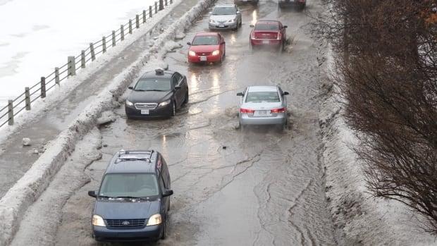 Rain winter storm Ottawa slush ponds lakes Feb 25 2016