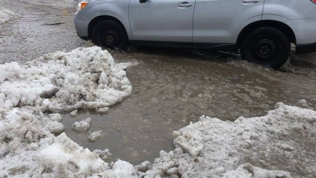 Rain Ottawa winter storm slush wet streets roads Feb 25 2016