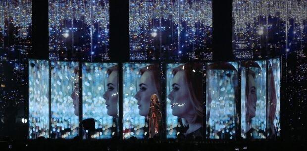 Adele preforms brits