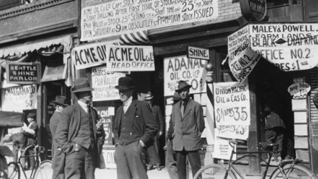 Investors waiting to buy oil stocks in Calgary in 1914.