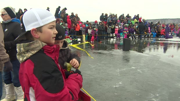 Kids watch over the water as festival-goers prepare for the polar bear dip at Echo Lake, Sask.