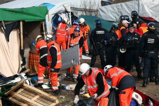 Calais Jungle refugee camp cleared Feb 29 2016 89521701 workers protected