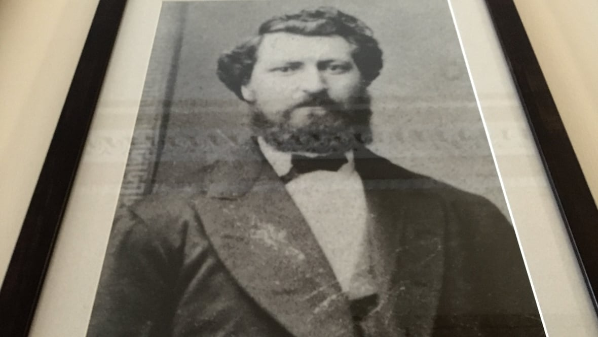 """the life and leadership of louis riel the leader of the metis The prime minister, justin trudeau, issued the following statement today on louis riel day:""""today, we commemorate the life of louis riel, a fearless métis leader, politician, and founder of the province of manitoba""""louis riel was a courageous and impassioned defender of minority rights and a key contributor to canadian confederation."""