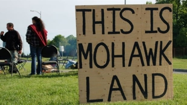 A sign shows racial tensions on Kahnawake reserve.