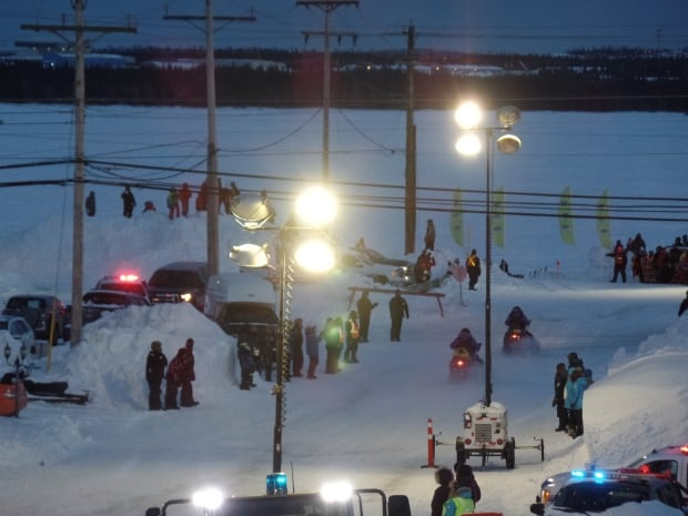 Cain's Quest 2016 starting line snowmobile teams leaving