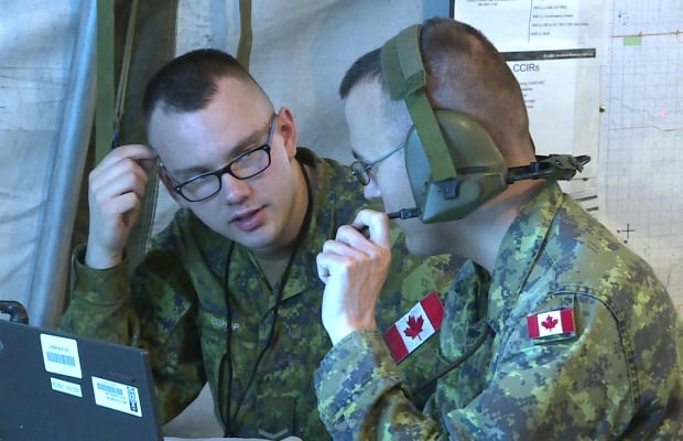 Army reservists with 41 Canadian Bridge Group