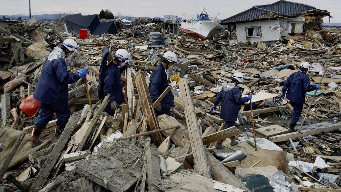 essay tsunami disaster japan 2011 Essay on tsunami essay contents: top 8 essays | natural disasters the 2011 great east japan earthquake and tsunami resulted in unprecedented damage.