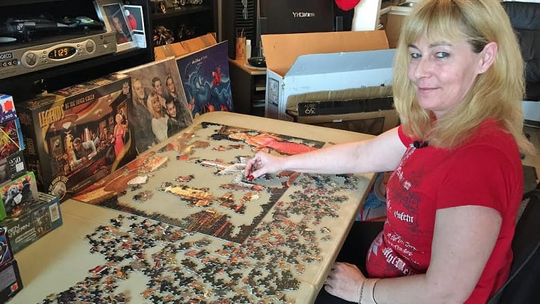 Windsor woman applies for jigsaw puzzle Guinness World