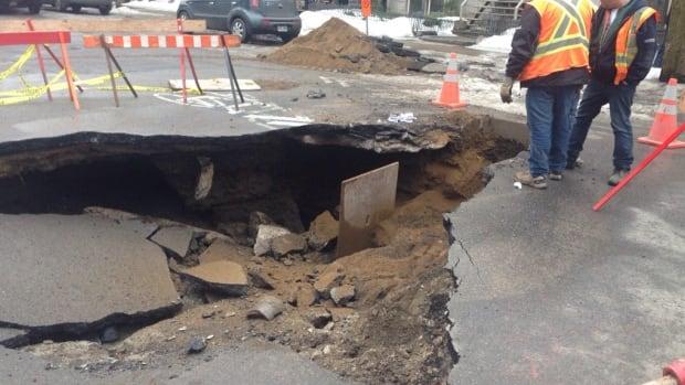 A sinkhole has appeared on Laval Avenue near Carré St-Louis.