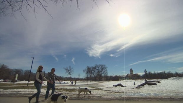 Monday will be another beautiful day for a walk in Winnipeg, as temperatures are expected to hit 15 C in the sun.