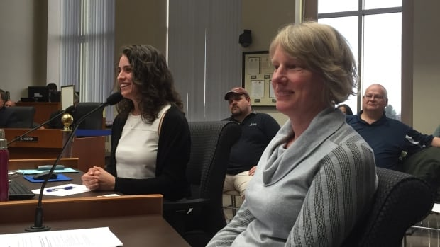 Kendal Donahue (l), Thunder Bay's Food Strategy Coordinator, and Catherine Schwartz-Mendez (r), the Food Action Network Chair with the Thunder Bay District Health Unit make a presentation to Thunder Bay city council on Monday night about the city's food security.