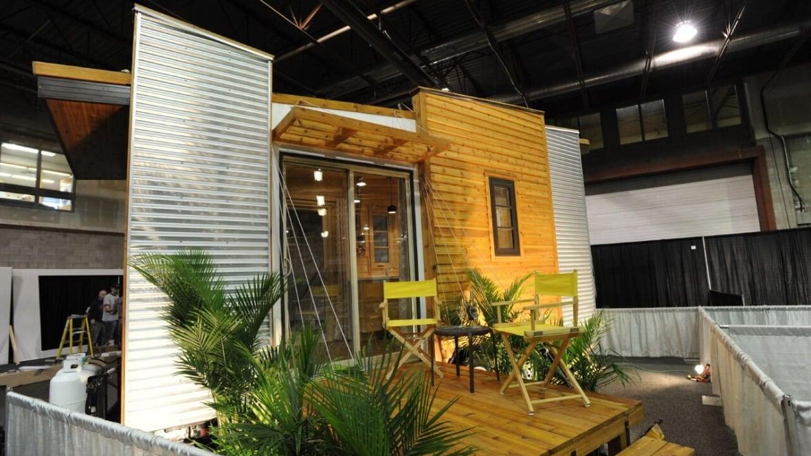 Tiny houses designed for Saskatchewan winters | CBC News