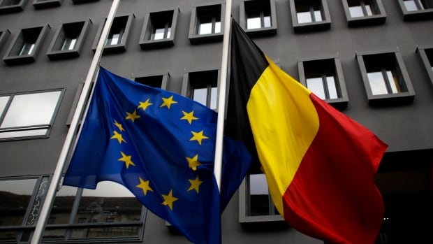 At the Belgian Embassy in Berlin, the European and the Belgian national flags were lowered to half-mast after the attacks in Brussels.