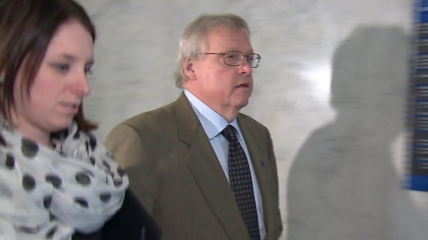 Quebec Health Minister Gaétan Barrette refused to stop to answer reporters' questions on his way into a Liberal caucus meeting on Tuesday.