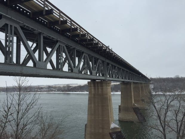 train-bridge-saskatoon