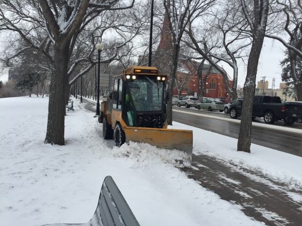 snow-plow-spadina-saskatoon