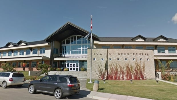 The mayor of Chestermere says a non-confidence petition calling on the province to investigate city council isn't needed and it will be costly for taxpayers.