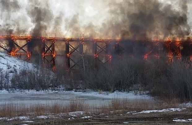 PORCUPINE PLAIN TRAIN BRIDGE FIRE mar 25 2016