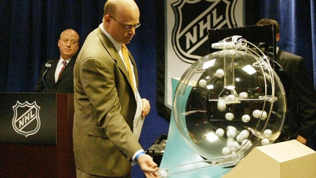 NHL deputy commissioner Bill Daly, left, presides over the NHL draft lottery with a representative of audit firm Ernst & Young in 2005 in New York City.