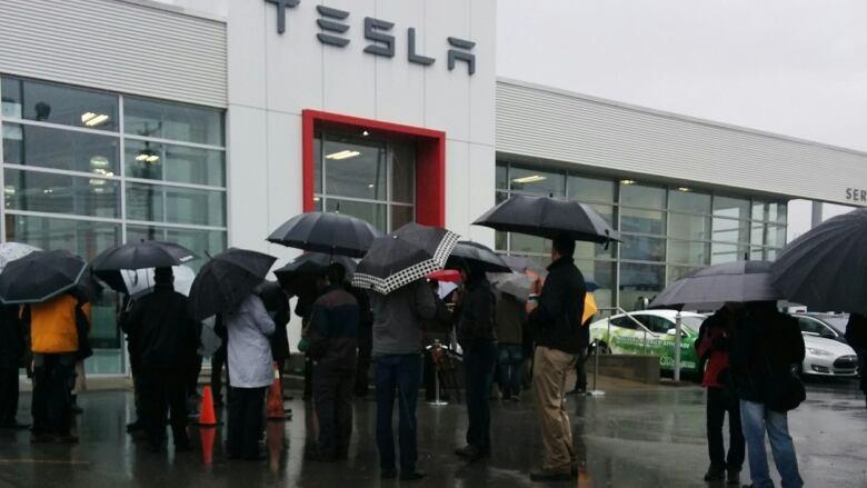 Tesla Model 3 exceeds 130,000 preorders | CBC News
