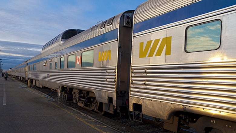 via rail apologizes to passengers as train delay reaches 45 hours