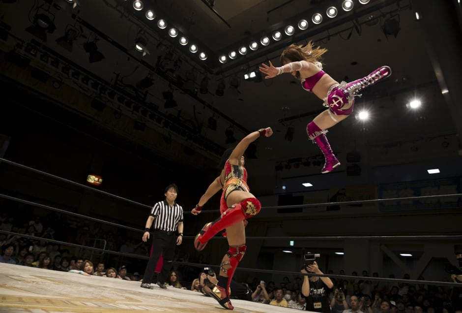 JAPAN-womens WRESTLERS fly high July 2015