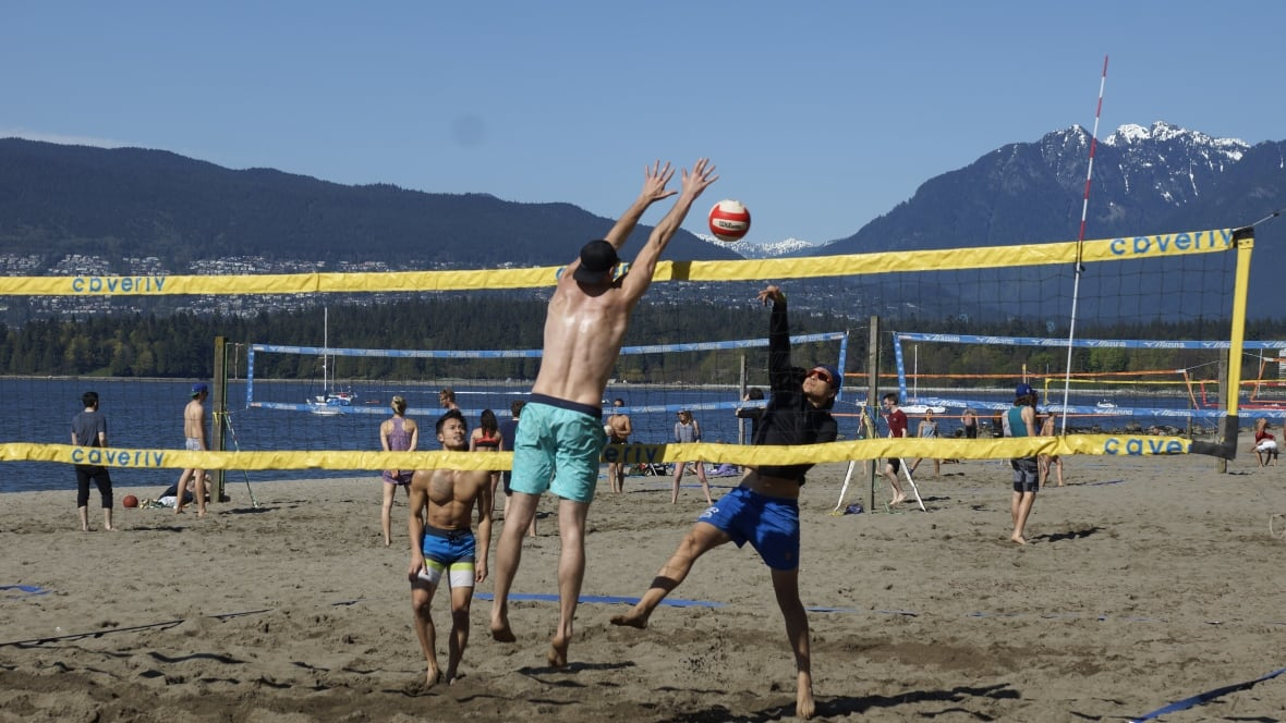 Weather Vancouver: Warm Weather In Vancouver Brings Out Sun Seekers
