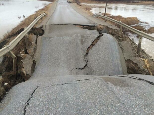 washout closes section of route 463 on port au port