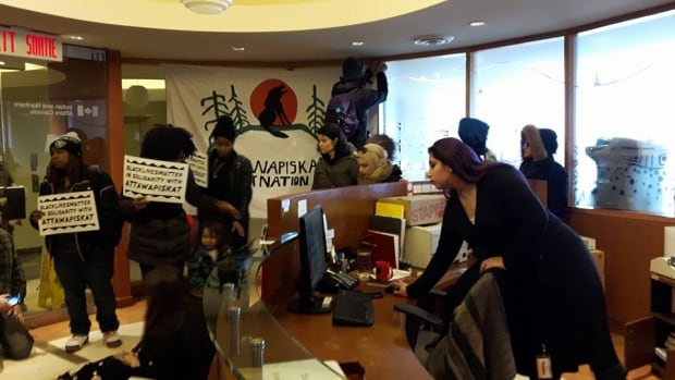 Protesters INAC