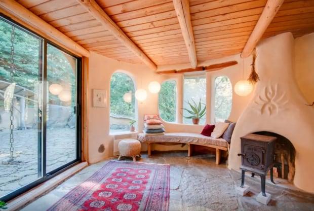 Airbnb-Mayne Island BC