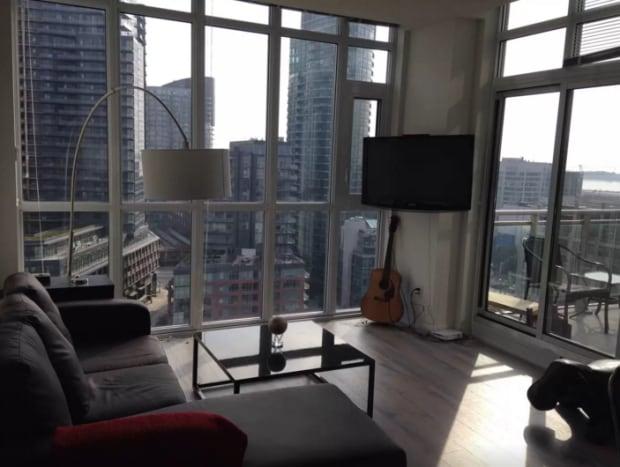Airbnb-Toronto