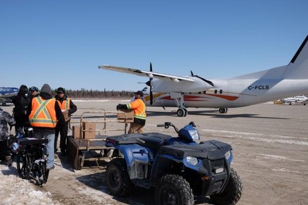 Attawapiskat plane supplies
