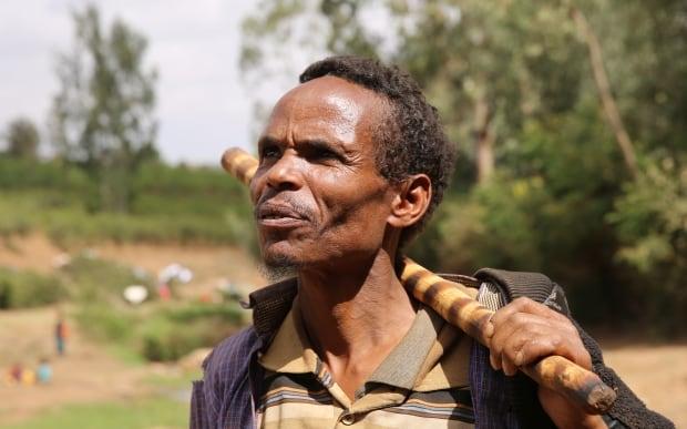 Ethiopian labourers pray for rain