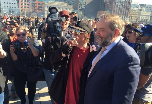 Mulcair on Parliament Hill with 4/20 protester