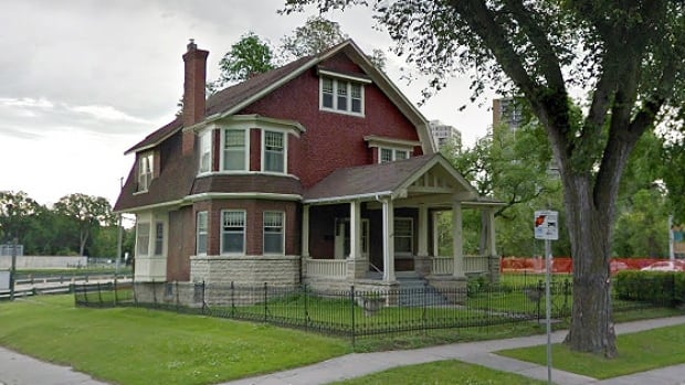 The 2 ½-storey Milner House was built for William Edwin Milner, who was once the president of the Winnipeg Grain Exchange. It became vacant once the eldest of the Milner's children died at age 97 in 1990.