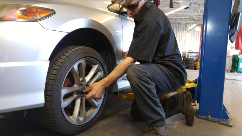 Wheels need to be re-torqued after tires changed, experts