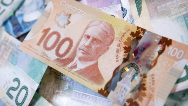 Canada's top CEOs earn 193 times average worker's salary