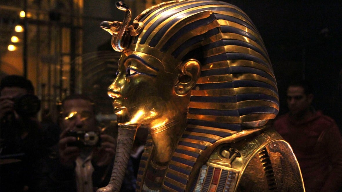 a biography and the tomb of tutankhamen egyptian pharaoh Tutankhamun (/ ˌ t uː t ə n k ɑː ˈ m uː n / alternatively spelled with tutenkh-, -amen, -amon) was an egyptian pharaoh of the 18th dynasty (ruled c 1332–1323 bc in the conventional chronology), during the period of egyptian history known as the new kingdom or sometimes the new empire period.