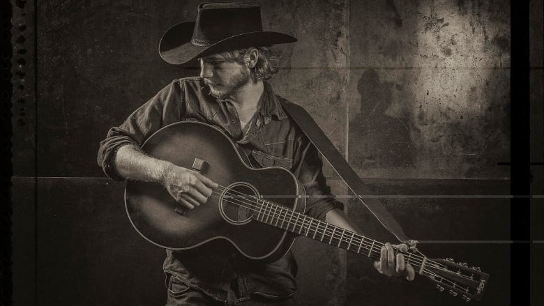 'Surf and Turf': Colter Wall, Jason Momoa rub shoulders in backstage video