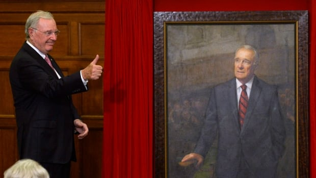 Paul Martin gives a thumbs up as his official prime ministerial portrait is unveiled during a ceremony on Parliament Hill in Ottawa