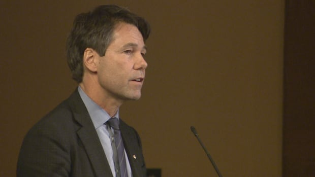Ontario Health Minister Eric Hoskins defended the province's decision not to declare Ontario's opioid crisis a provincial emergency.