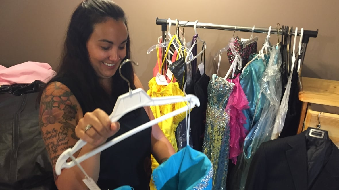 Canadians donate over 1,000 dresses for Fort McMurray ...