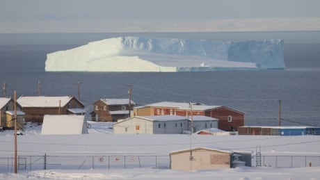 Man in Pond Inlet facing charges after police say he answered door with loaded rifle pointed at officers thumbnail