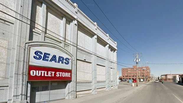 Sears Outlet is exactly what its name suggests: it is the outlet store of Sears. It is where you brand-new furniture, appliances, and similar merchandise at half the price or even less.
