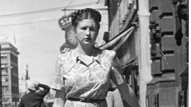 War bride Joan Reichardt walks down the street in Saskatoon, Sask., shortly after her arrival in Canada in 1946.