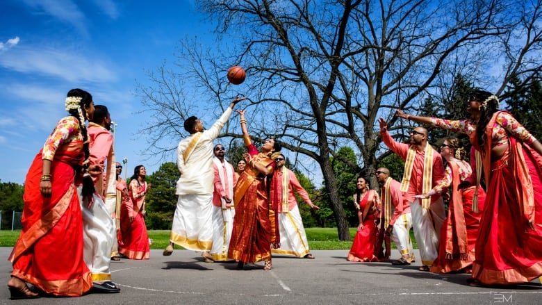Raptors Fans Have Basketball Themed Wedding Wonder Where To Watch