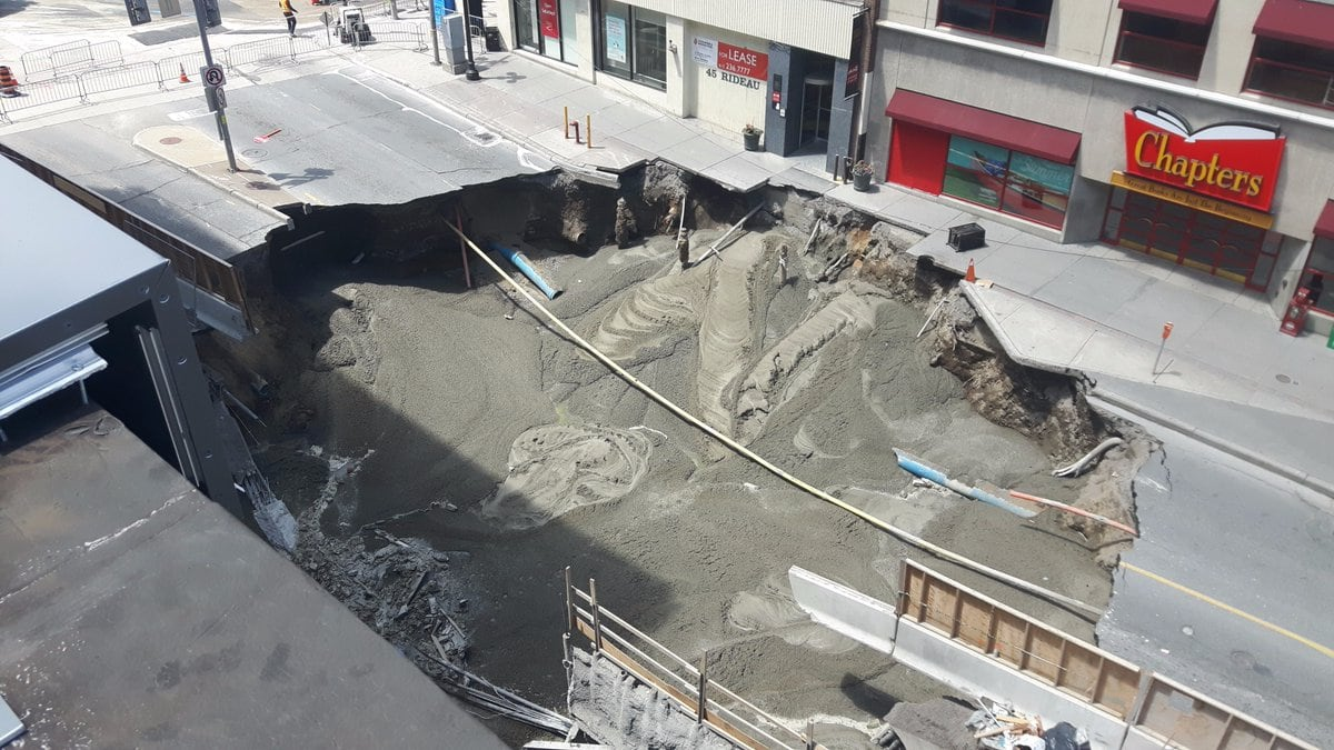 Ottawa\'s giant downtown sinkhole will take at least a week to fix ...
