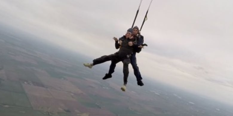 Senior celebrates 94th birthday by skydiving | CBC News